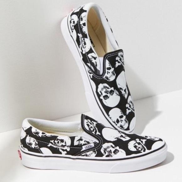67f35a2eb51 NWT Vans Classic Slip On Skulls Shoe W 7.5
